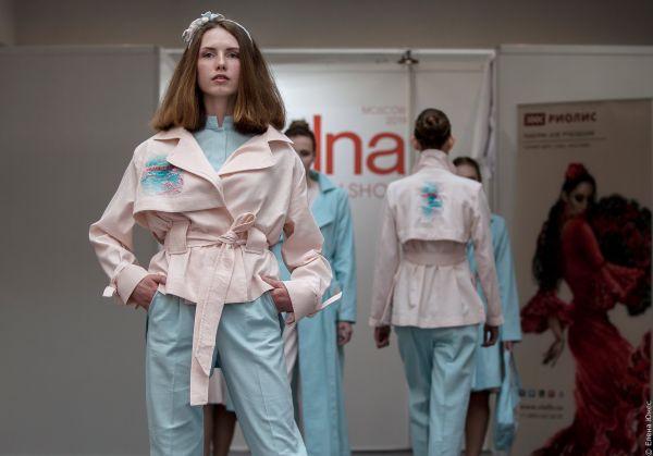 fb4d943525dbd Вышивка на одежде: популярный модный тренд или возможность сделать свой образ  неповторимым? Какой бы ответ вы ни выбрали, он окажется верным, ведь  вышивка ...
